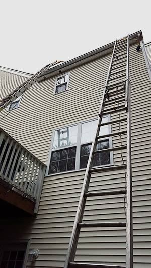 20150616 170809 tall ladder to reach roof small